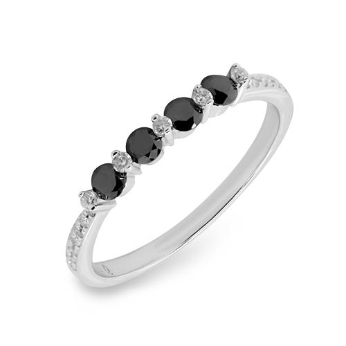 Beneficiile cumpararii inelelor cu diamante negre