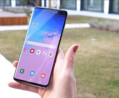 Cum ajutam un smartphone Samsung sa reziste incarcat mai mult tim?